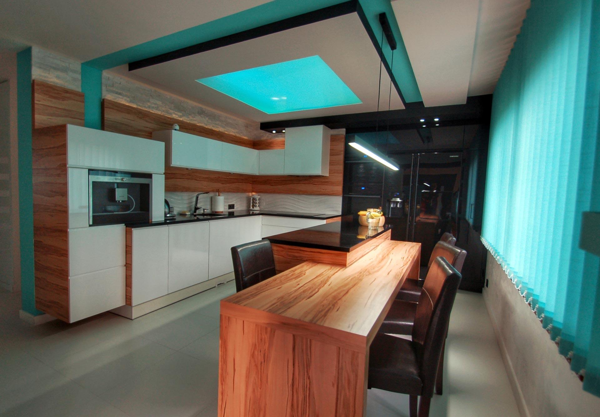 nowoczesna kuchnia w drewnie i bieli