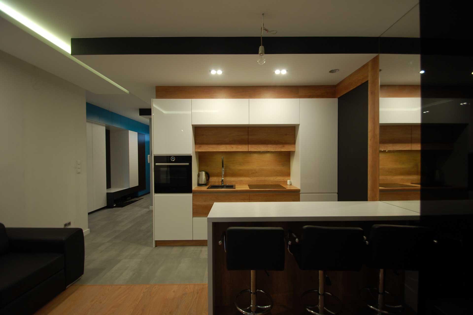 kuchnia nowoczesna z elementami drewna (1)
